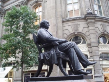 peabody_statue_by_royal_exchange_(wikipedia)_375_281 (1)